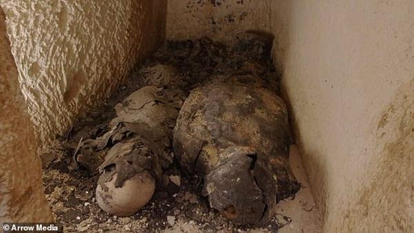 Xác ướp đôi nam nữ phủ kín vàng, yên nghỉ cùng nhau 2.000 năm trong đền cổ hé lộ nơi an táng bí mật của nữ vương tài sắc vẹn toàn Cleopatra-3