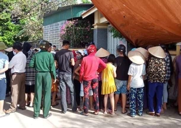 Vụ dân đưa giường chiếu nằm trước cổng nhà nguyên phó trưởng công an huyện để đòi lại tiền mua đất: Đã trả 160 triệu, nợ lại 520 triệu-3