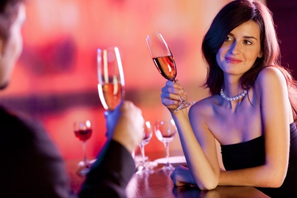 Nữ trẻ hẹn hò với sugar daddy gia tăng ở Đông Nam Á-3