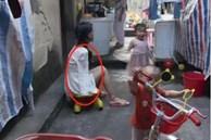 Mẹ 'cụt tay' chăm con bằng chân, nhìn những hình ảnh đời thường khiến nhiều người rơi lệ
