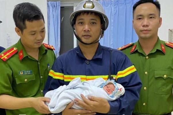 Công an huyện Gia Lâm đề xuất khen thưởng 5 công dân cứu cháu bé sơ sinh bị kẹt trong tường-1