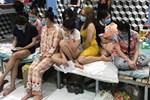 TP.HCM: Đột kích động massage đồng tính phát hiện 33 nam giới trần truồng, giá vé 90 nghìn/lượt, có dịch vụ tắm tiên và quan hệ-2