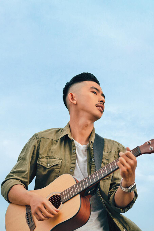 Trai đẹp lộ diện ở tập 5 Rap Việt: Từng đóng nam chính phim điện ảnh, cạo râu cái trông khác hẳn!-3