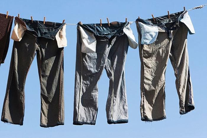 Thấy cô bạn bày cách bỏ quần jean vào tủ lạnh, chuyện tưởng như đùa nhưng lại có hiệu quả giữ dáng, bền màu và diệt sạch vi khuẩn-4
