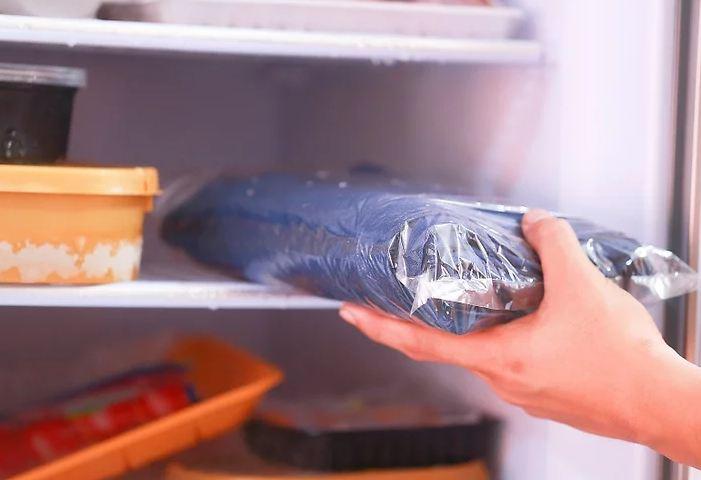 Thấy cô bạn bày cách bỏ quần jean vào tủ lạnh, chuyện tưởng như đùa nhưng lại có hiệu quả giữ dáng, bền màu và diệt sạch vi khuẩn-6