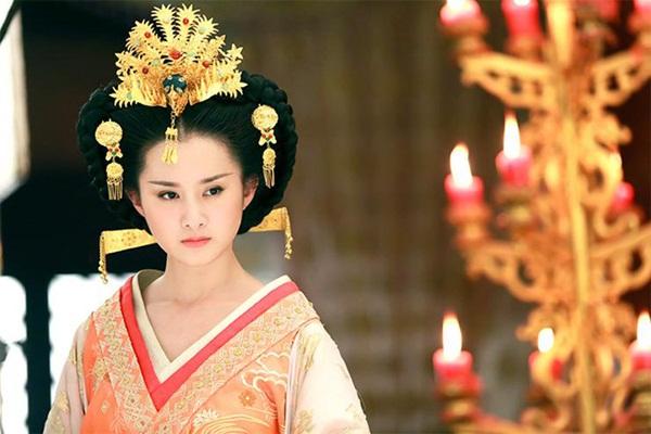 Nữ nhân thăng chức Thái hoàng thái hậu lận đận nhất: Cảm hóa Hoàng đế si tình ái thiếp đã chết, phải hối lộ để cháu nội được lên ngôi báu-3