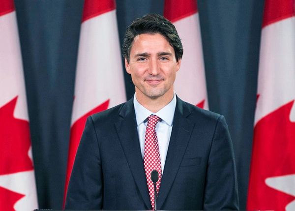 Từng khiến chị em phát cuồng vì thay vợ dọn nhà cửa và chăm 3 con, Thủ tướng Canada giờ gây sốt với loạt ảnh hồi trẻ đẹp tựa nam thần-8