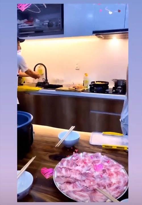 Đến nhà Nhã Phương chơi, Thuý Ngân được Trường Giang đích thân vào bếp, đãi thịt ú ụ-3