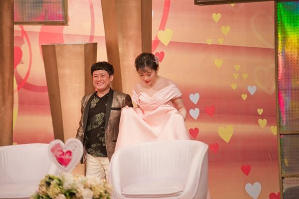 Vợ kém 12 tuổi của Tấn Bo: Hàng xóm nói chồng tôi bê đê-4