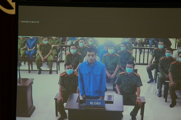 Vợ Đường Nhuệ bật khóc tại phiên xử hành hung phụ xe khách: Tôi rất ăn năn về việc làm của mình, tôi xin lỗi-8
