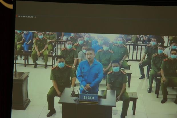 Vợ Đường Nhuệ bật khóc tại phiên xử hành hung phụ xe khách: Tôi rất ăn năn về việc làm của mình, tôi xin lỗi-9