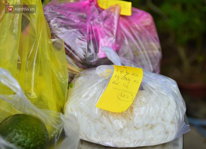Những shipper áo xanh đi chợ miễn phí giúp người dân Đà Nẵng trong mùa dịch-5