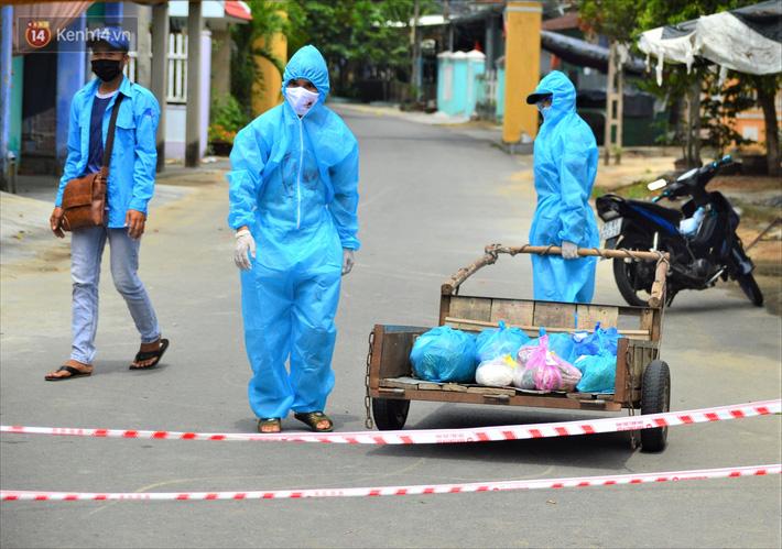 Những shipper áo xanh đi chợ miễn phí giúp người dân Đà Nẵng trong mùa dịch-7