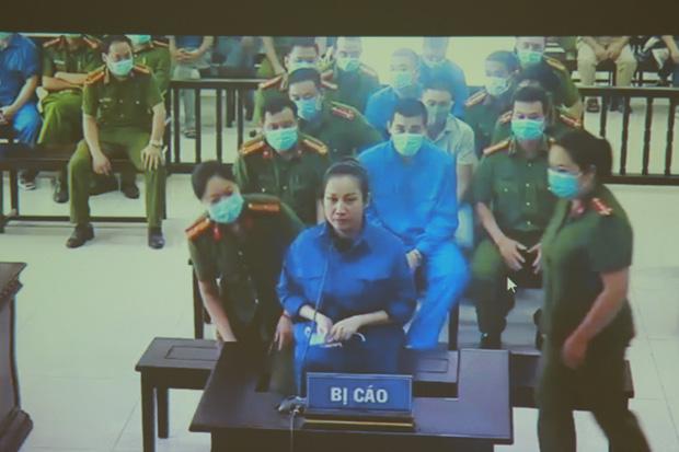 Vợ Đường Nhuệ bật khóc tại phiên xử hành hung phụ xe khách: Tôi rất ăn năn về việc làm của mình, tôi xin lỗi-3