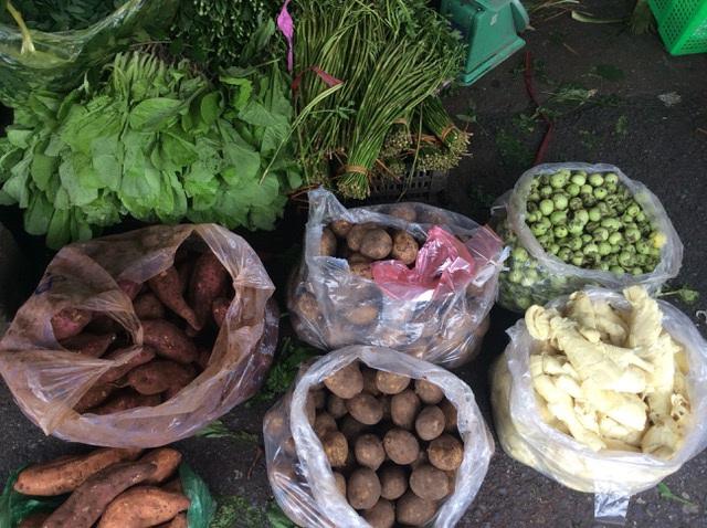 """Hà Nội: Giá thịt lợn giảm, rau xanh tăng chóng mặt"""" vì mưa-5"""