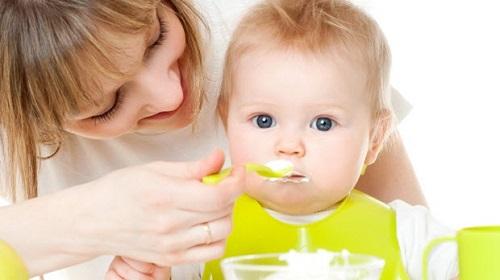Trẻ mấy tháng ăn được sữa chua? Cho con ăn sai cách vừa vô tác dụng vừa gây hại-1