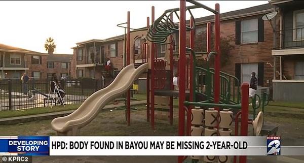 Mẹ bị chỉ trích vì mải nấu đồ ăn khiến con gái 2 tuổi mất tích sau 5 phút chơi một mình, nghi có liên quan đến thi thể cách nhà 30km-2