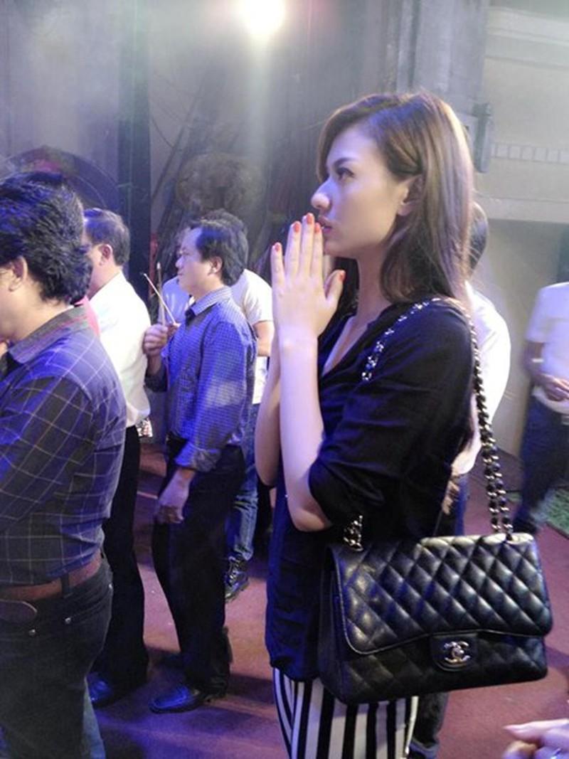 Dù chẳng ai bảo ai nhưng hễ vướng scandal, celeb Việt lại kéo nhau làm việc này-16
