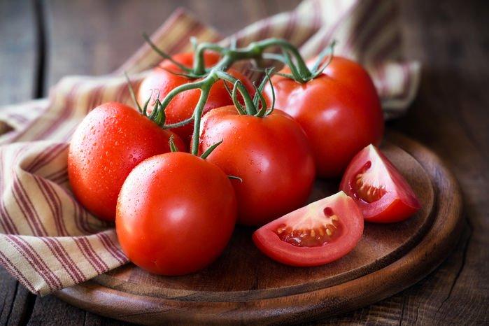 Bí quyết chọn cà chua ngon chín tự nhiên, bà nội trợ nào cũng cần biết-1