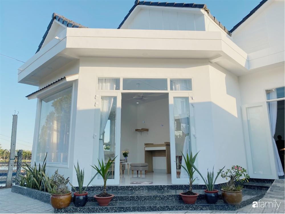 Ngôi nhà màu trắng đẹp như trong phim với tổng chi phí hoàn thiện 600 triệu đồng của cô gái Bến Tre dành tặng ba mẹ-3