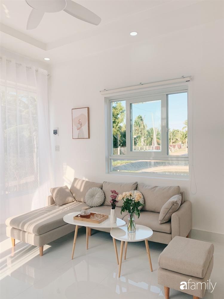 Ngôi nhà màu trắng đẹp như trong phim với tổng chi phí hoàn thiện 600 triệu đồng của cô gái Bến Tre dành tặng ba mẹ-5