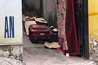 Nóng: Phát hiện chiếc vali bí ẩn bốc mùi trong phòng trọ ở Sài Gòn