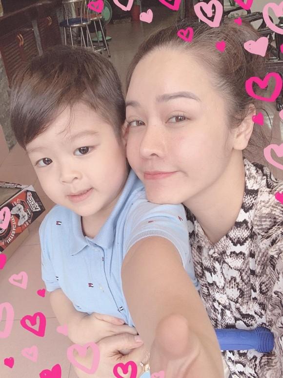 Nhật Kim Anh tiếp tục hầu tòa giành quyền nuôi con, tóc đã bạc nhiều vì vụ kiện-2