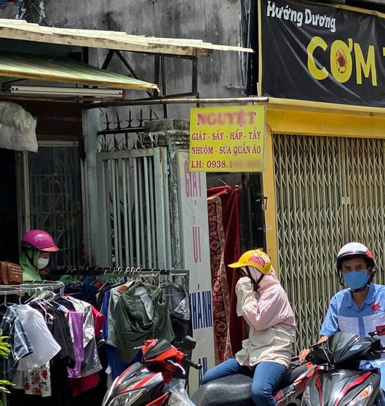 """Người trực tiếp kéo chiếc vali chứa thi thể bé sơ sinh ở Sài Gòn: Vali được buộc chặt bằng kẽm, lúc đầu tưởng bên trong là quần áo""""-1"""