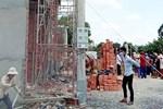 Kinh hãi cảnh giàn giáo công trình ở Sài Gòn bất ngờ đổ sụp-2
