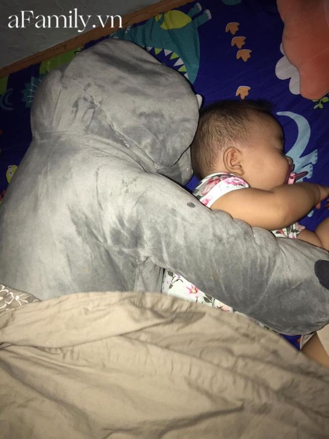 Con khó ngủ trưa nên mẹ trẻ nghĩ ngay kế đối phó, em bé sập bẫy ngủ liền 3 tiếng, hội bỉm sữa rần rần học theo-1