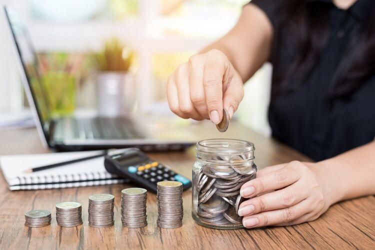 Mua bảo hiểm hay gửi tiết kiệm ngân hàng sẽ được lợi cho bạn nhất chỉ cần đánh giá nhanh qua 4 tiêu chí này-4