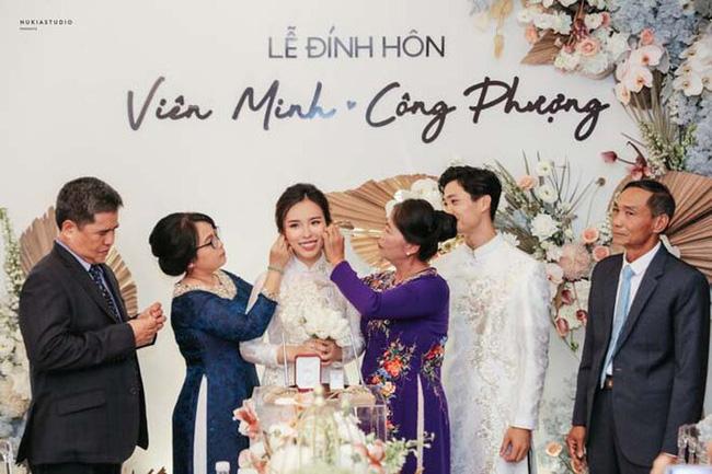 Công Phượng và vợ sắp cưới Viên Minh hiếm hoi cùng nhau xuất hiện công khai nhưng lại bị dân mạng soi ra điểm rời rạc kỳ lạ này-4