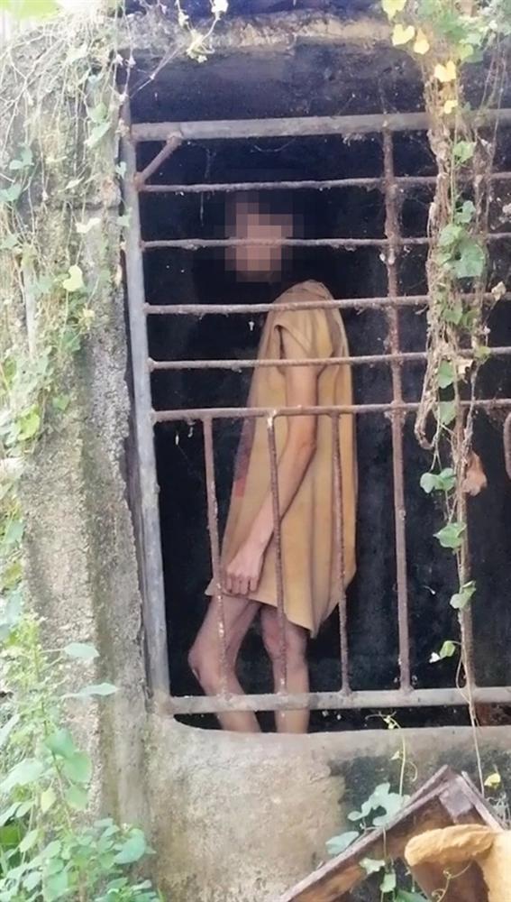 Đi bộ đường dài, nữ du khách ngỡ người phụ nữ bị mắc kẹt trong cái chuồng tồi tàn và sự thật ngoài sức tưởng tượng-1