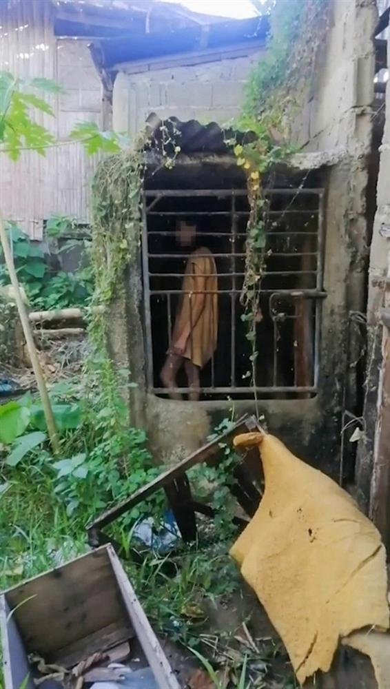 Đi bộ đường dài, nữ du khách ngỡ người phụ nữ bị mắc kẹt trong cái chuồng tồi tàn và sự thật ngoài sức tưởng tượng-2