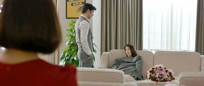 Tình yêu và tham vọng: Tuệ Lâm khóc nghẹn chứng kiến Minh chăm sóc Linh ngay tại văn phòng, đành ra đi không lời từ biệt-4