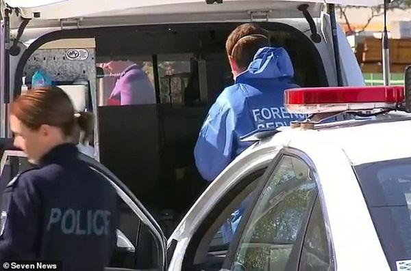 Dư luận Úc chấn động với vụ án bé trai 5 tuổi bị mẹ và phi công trẻ tra tấn bằng gậy sắt, tình trạng được nhận định là kinh hoàng chưa từng thấy-1