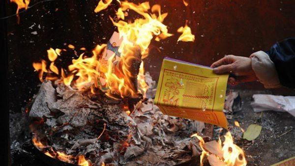 Cúng Rằm xong đừng dại đốt vàng mã kiểu này nếu không muốn tài lộc tiêu tán, xui xẻo vào nhà-1