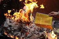 Cúng Rằm xong đừng dại đốt vàng mã kiểu này nếu không muốn tài lộc tiêu tán, xui xẻo vào nhà