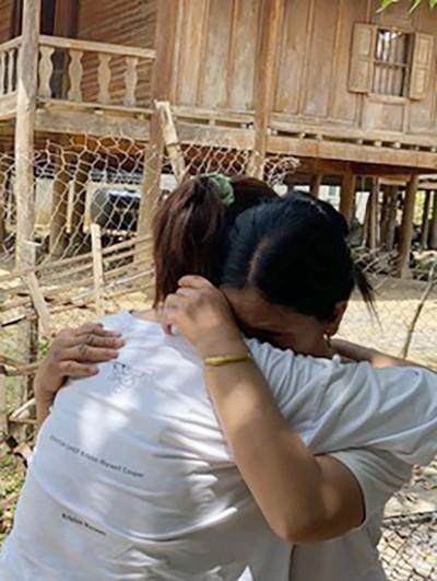 Nhờ mạng xã hội tìm cha mẹ, thần may mắn đã mỉm cười với cô bé bị bắt cóc từ năm 13 tuổi-1