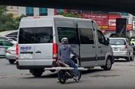 'Cò mồi' báo chốt xử lý xe bắt khách giữa thủ đô
