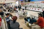 Cảnh tượng hiếm gặp ở Hà Nội: Bến xe vắng tanh ngày cuối năm, nhà xe ngán ngẩm chuyến đông nhất chỉ được 12 khách-20