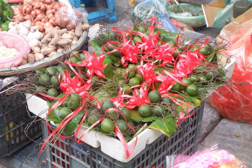 Người Hà Nội dậy từ sớm, mua sắm tất bật để làm mâm cơm cúng Rằm tháng Bảy-3