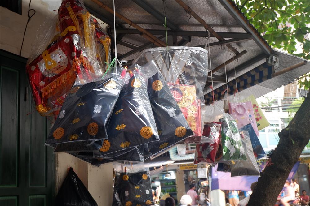 Người Hà Nội dậy từ sớm, mua sắm tất bật để làm mâm cơm cúng Rằm tháng Bảy-12