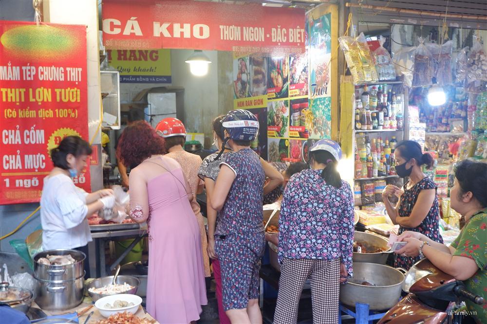 Người Hà Nội dậy từ sớm, mua sắm tất bật để làm mâm cơm cúng Rằm tháng Bảy-8