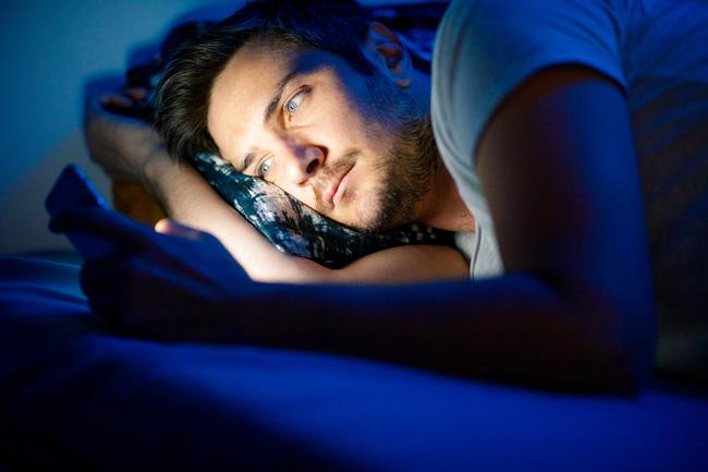 Nam giới thường xuyên làm việc này vào ban đêm thì chất lượng tinh trùng kém đi trông thấy, không thay đổi ngay có thể dẫn đến vô sinh-1
