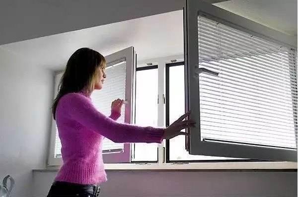 Có nên đóng chặt cửa ra vào và cửa sổ khi bật điều hòa không?-3