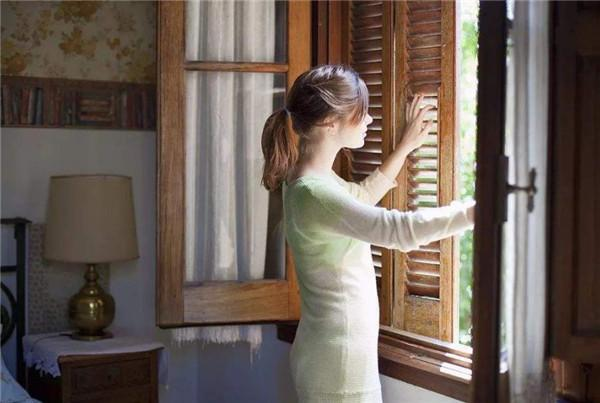 Có nên đóng chặt cửa ra vào và cửa sổ khi bật điều hòa không?-8