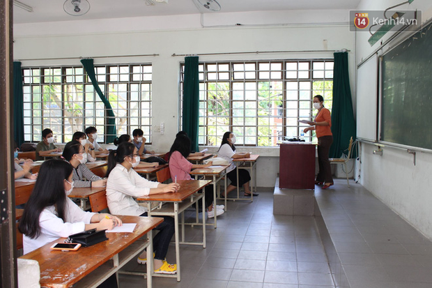 Ngày thi thứ 2 kỳ thi tốt nghiệp THPT đợt 2: Thí sinh tiếp tục thi môn tổ hợp-11