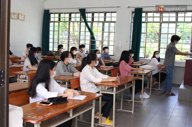 Ngày thi thứ 2 kỳ thi tốt nghiệp THPT đợt 2: Thí sinh tiếp tục thi môn tổ hợp-13