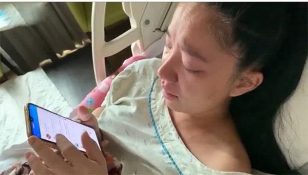 Con vừa sinh 1 ngày, vợ Lê Dương Bảo Lâm da xanh môi nhợt nhạt ôm mặt khóc nức nở-4